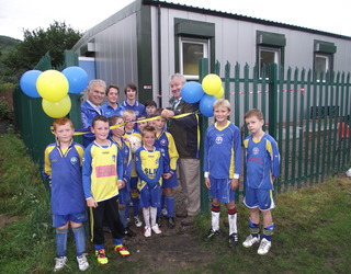 CBB467 Cllr Colin Mann and Chairman of Llanbradach Community Council, Bobby Cantello with Llanbradach Junior FC players officially opens the facility