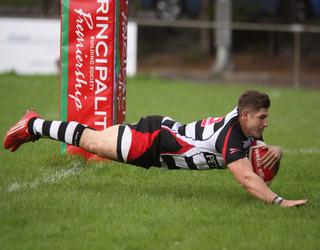 Ross Wardle scores a try