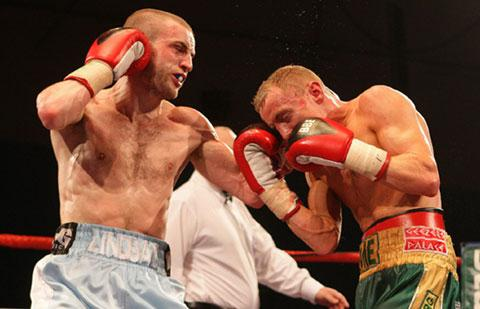 Martin Lindsay on his way to victory over Jamie Arthur in 2010