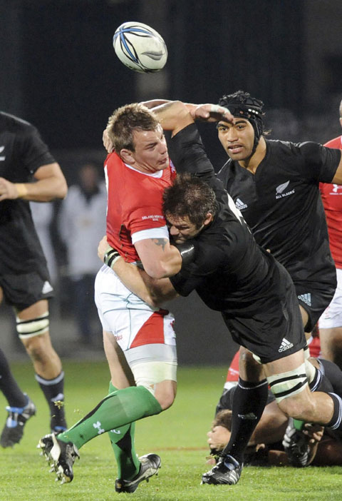 SMASHING PLAYER: New Zealand captain Richie McCaw will be a pain for Wales tonight