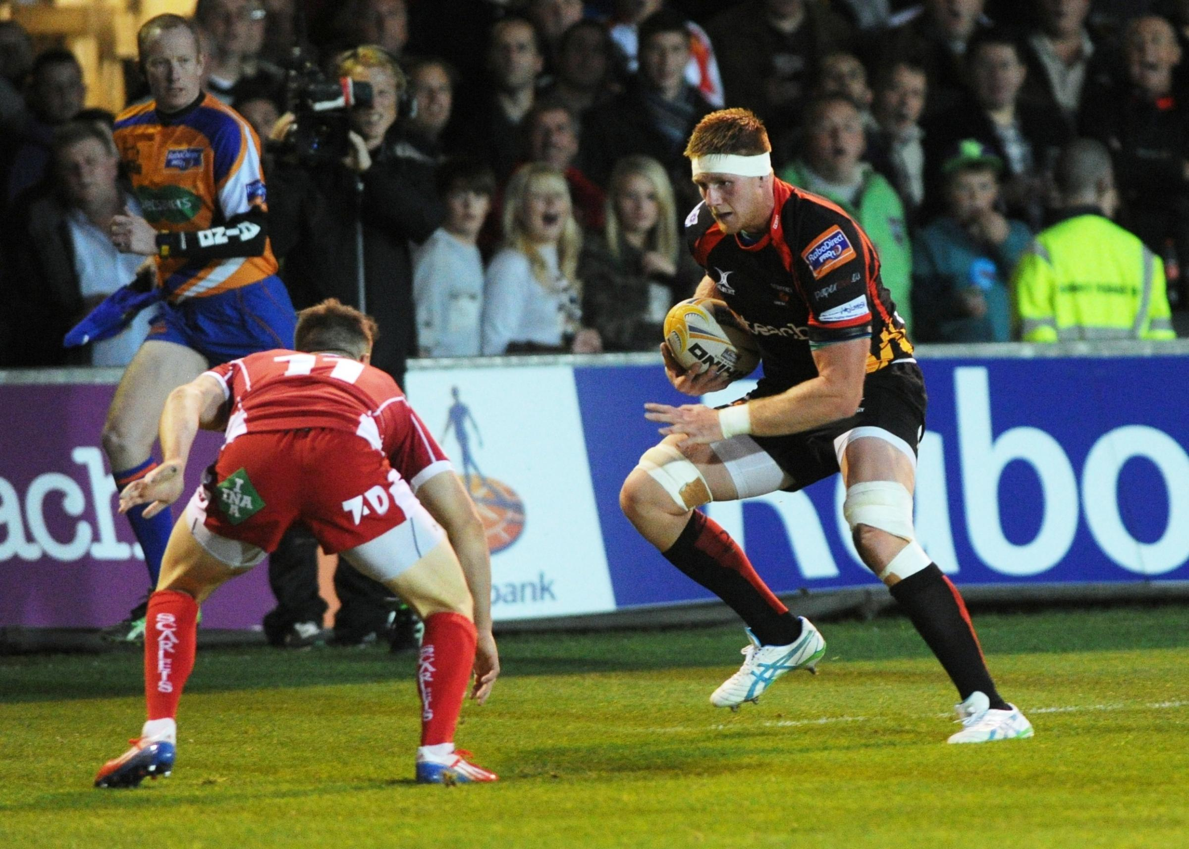 Coombs back to lead Dragons at Scarlets