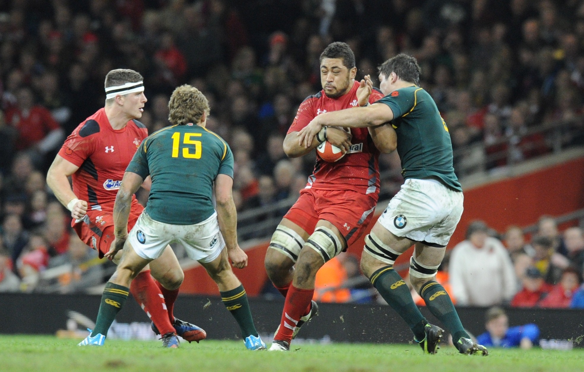 Toby Faletau is tackled by Francois Louw (2397256)