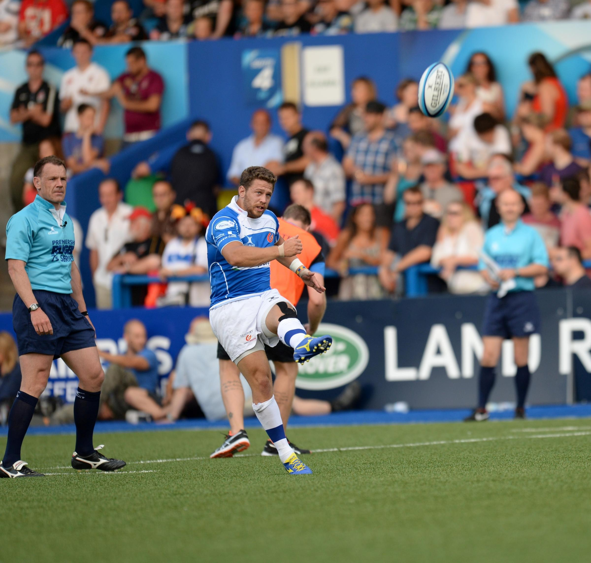 Dragons in Premiership Sevens. Rhys Jones kicks for goal. (8633302)