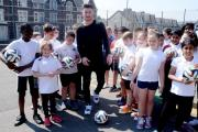 FUN IN THE SUN: County star Andrew Hughes with pupils of Eveswell Primary School as part of a training session