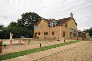 This Four Bedroom Home With Annexe Near Caerphilly Could Be Yours For 11m